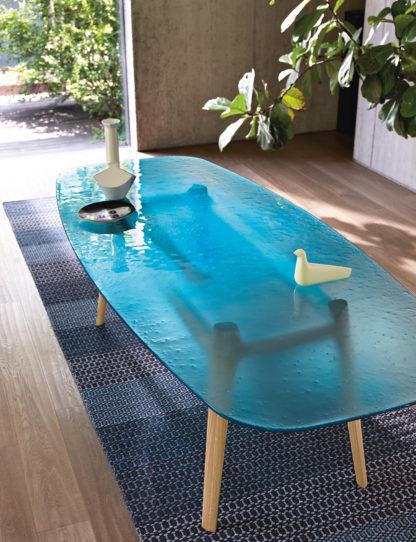 FIAM design glazen eettafel Magma blauw glas met hout onderstel Design By Patrick Jouin