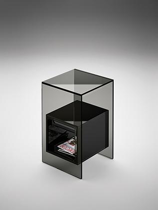 8 fiam glazen design hoektafel Magique - grijs met zwarte kubus - design by Studio Klass
