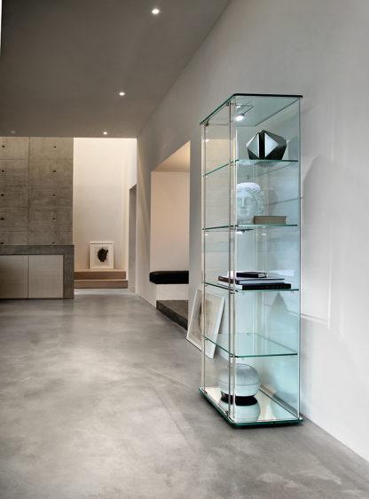 FIAM glazen design vitrine Milo Day designed by Ilaria Marelli